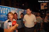 Representantes políticos y afiliados del PP dan el pistoletazo de salida a las elecciones al Parlamento Europeo con la pegada de carteles en Totana