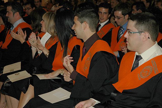 Los nuevos graduados en ADE y Turismo de la UCAM, reciben sus Becas y Diplomas acreditativos - 2, Foto 2