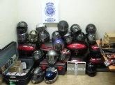 Se han recuperado 19 cascos, 8 baúles, y numerosos juegos de guantes y chaquetas de moto, entre otros efectos