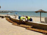 El ayuntamiento construye un pequeño muro de contención de arenas a lo largo de todo el paseo Colón