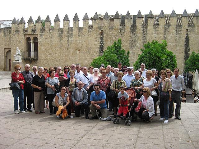 Un grupo de alhameños de las pedanías realiza un viaje a Córdoba, Foto 1