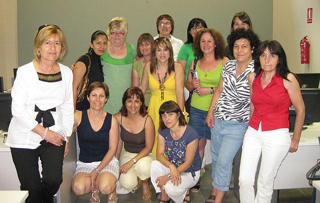 El Curso de Iniciación a Internet para mujeres se imparte en un Aula Móvil, Foto 1