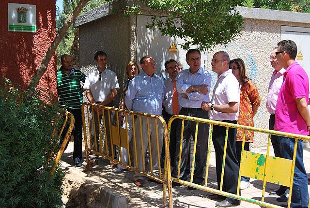 El delegado del Gobierno y el alcalde de Alhama ponen la primera piedra del nuevo parque infantil de tráfico del municipio, Foto 1