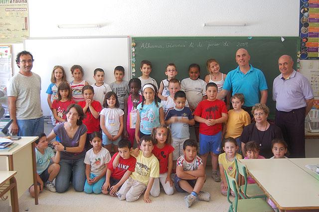 """Los alumnos de 1º de primaria del Colegio Público Ginés Díaz San Cristóbal reciben los libros del programa """"Conoce tu Biblioteca"""", Foto 2"""