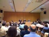 Isabelle Nau junto con más representantes del PP de Totana acuden a la presentación del libro del diputado murciano Vicente Martínez