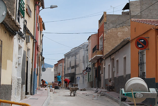 Complete works of redevelopment and expansion of road traffic on the street sidewalks Ramblica