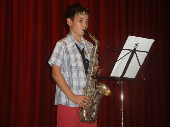 Students of guitar and saxophone in the School of Music held a hearing today to progress