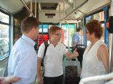 La Alcaldesa anuncia una conexión con el Aeropuerto del la línea de transporte urbano y dos buses adaptados a partir del uno de julio