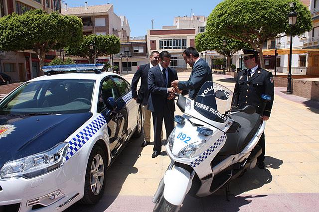La Comunidad entrega a la Policía Local de Torre Pacheco un nuevo coche patrulla y dos motocicletas - 1, Foto 1