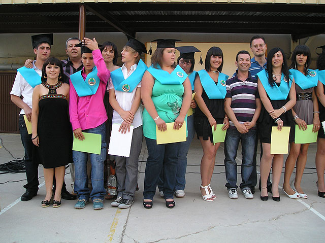 """The first students who have completed the secondary at CEIB """"Guadalentín"""" El Paretón graduate"""