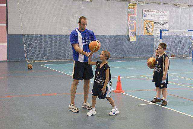 Los participantes del campus de baloncesto mejoran su técnica, Foto 2