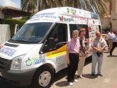 Más de 40 empresas se unen para financiar la compra de un vehículo que esta mañana han donado a la concejalía de Servicios Sociales