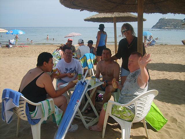 Los alumnos del Centro Ocupacional, a la playa de vacaciones, Foto 1
