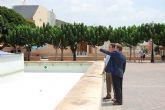 El director general de Vivienda visita las obras de remodelación de la Plaza Tierno Galván en el municipio Alguazas