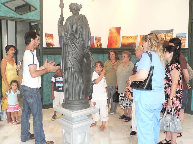 El CAVI visita las Casas Consistoriales de Mazarrón, Foto 1
