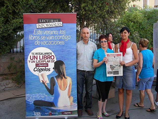Campaña de animación a la lectura organizado por La Opinión y las Concejalías de Cultura y Comercio - 1, Foto 1