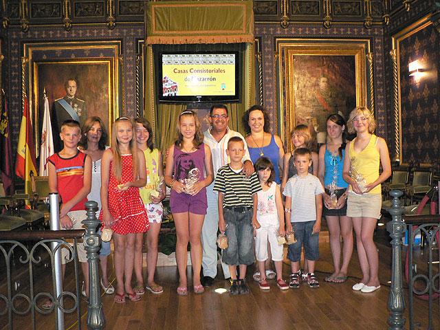Once niños y niñas bielorrusos pasan sus vacaciones en Mazarrón, Foto 1
