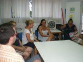 Técnicos municipales de la concejalía de Bienestar Social se reúnen con los vecinos de las viviendas sociales del Parral