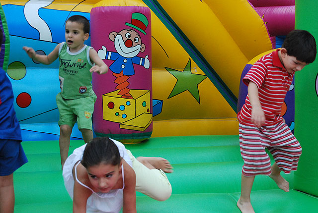 Many children have fun with children's activities and inflatable, Foto 2