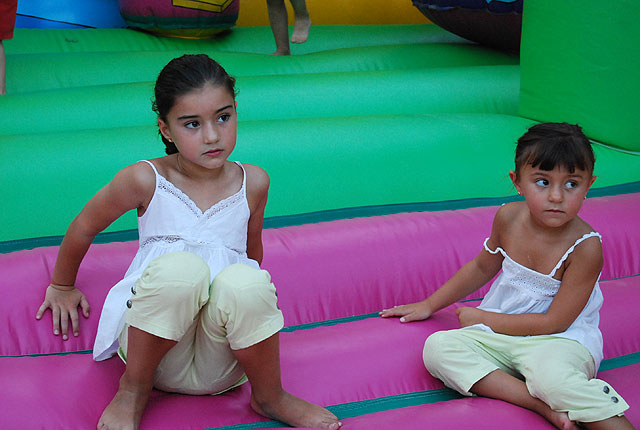 Many children have fun with children's activities and inflatable, Foto 3
