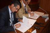El Ayuntamiento va a adquirir un vehículo adaptado para el transporte de personas discapacitadas a raíz de la firma de un convenio con Cajamurcia