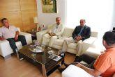 El alcalde y el concejal de Agua mantienen una reunión de trabajo con los representantes de la Plataforma en Defensa del Trasvase Tajo-Segura