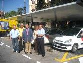 Las nuevas marquesinas de taxis mejoran el servicio y la imagen de las paradas