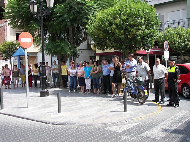 Concentración también en Archena contra ETA y en homenaje a los guardias civiles asesinados ayer por la banda terrorista en Mallorca - 1, Foto 1