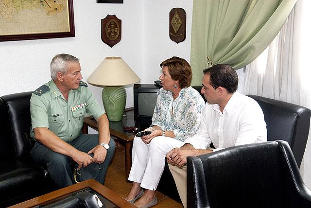 La alcaldesa muestra la solidaridad de Cartagena a la Guardia Civil - 3, Foto 3