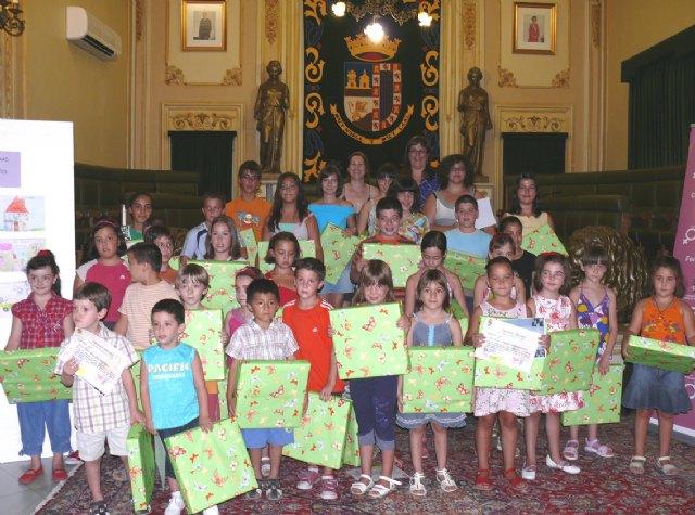 Más de 200 niños y niñas han participado en el concurso de dibujo sobre el reparto de tareas domésticas - 1, Foto 1