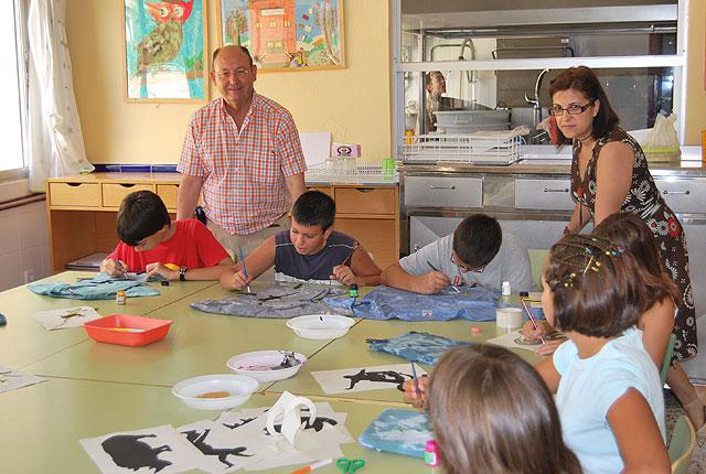 El alcalde y la edil de Política Social visitan los alumnos del Taller de Dinamización Social, Foto 2