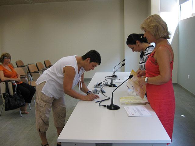 Se realiza la entrega de diplomas de varios cursos destinado para mujeres, Foto 3
