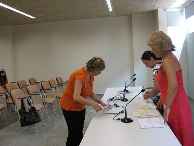 Se realiza la entrega de diplomas de varios cursos destinado para mujeres, Foto 4