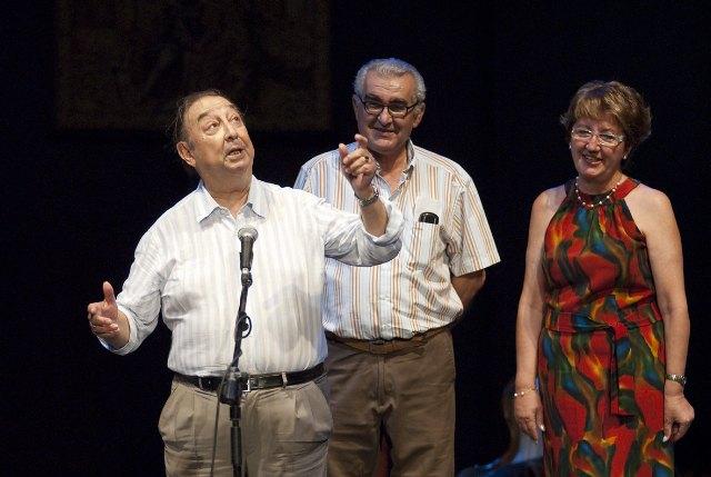 """La lluvia obligó  a  suspender, a media función, la representación de """"Las tres perfectas casadas"""" con unas 1.500 personas en el auditorio - 1, Foto 1"""