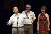 """La lluvia obligó  a  suspender, a media función, la representación de """"Las tres perfectas casadas"""" con unas 1.500 personas en el auditorio"""