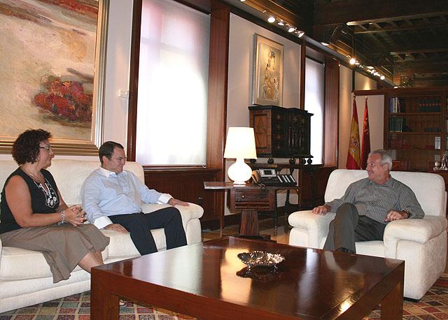 El presidente de la Comunidad recibió hoy en el Palacio de San Esteban de Murcia al alcalde de Ricote - 1, Foto 1