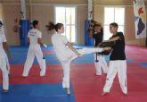 Taekwondistas europeos concentrados con los deportistas del Club Koryo de Torre-Pacheco