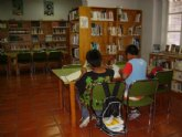 La sala de estudio de la biblioteca municipal, tras la ampliación de su horario para los exámenes de septiembre, abrirá  este sábado 29 de agosto