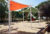El Ayuntamiento instala nuevas zonas de sombraje en los parques y jardines del municipio