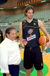 Pau Gasol se abona al Club Baloncesto Murcia