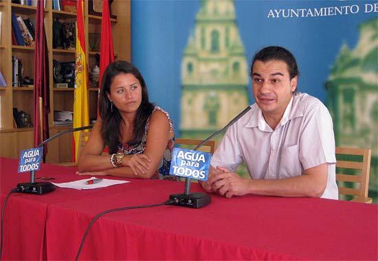 En la imagen, la Concejal de Juventud, María Dolores Sánchez; y el responsable de eventos de Teatre, Javier Mateo, Foto 1