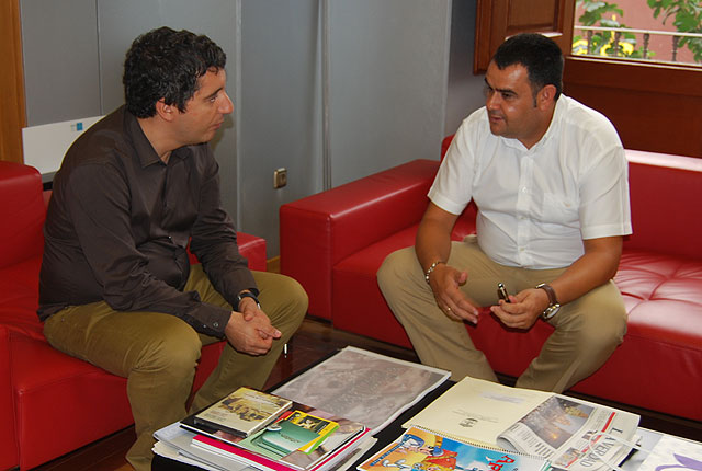 El alcalde y el consejero de Cultura, Turismo y Deportes establecen las l�neas maestras del plan de dinamizaci�n tur�stica del municipio, Foto 1