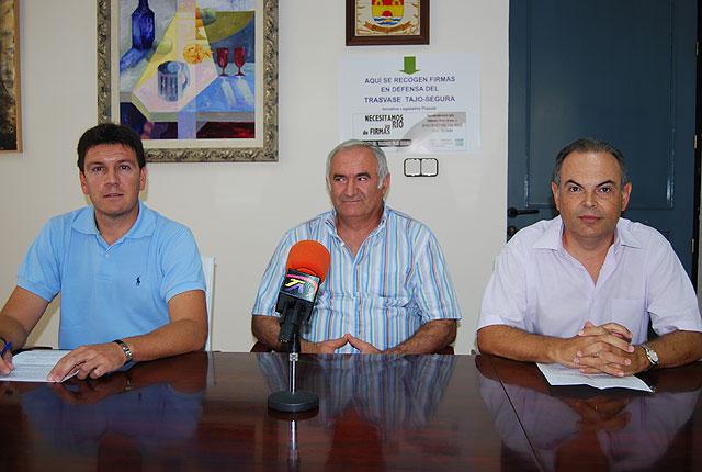 La Plataforma local en defensa del Trasvase Tajo-Segura hace un balance de la recogida de firmas, Foto 1