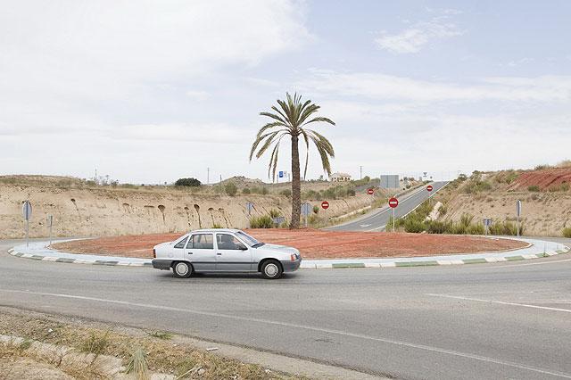 El Ayuntamiento acondiciona dos rotondas de acceso al municipio - 1, Foto 1
