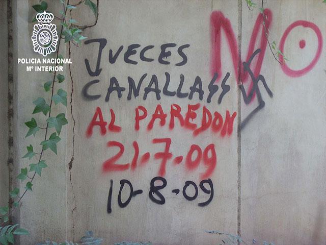 Detenido el autor de cientos de pintadas contra instituciones del Estado realizadas en las calles de Murcia - 1, Foto 1