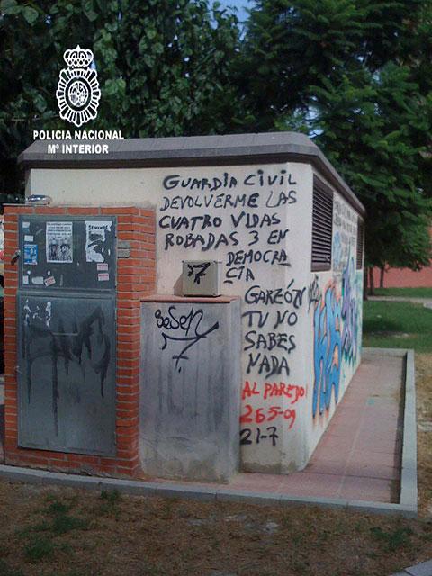 Detenido el autor de cientos de pintadas contra instituciones del Estado realizadas en las calles de Murcia - 5, Foto 5
