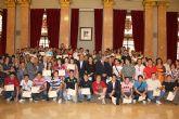 El Alcalde entrega los diplomas a los 130 jóvenes que han aprendido un oficio en el curso de cualificación profesional que imparte el Ayuntamiento