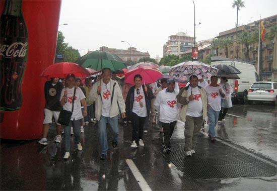 Decenas de personas participan en la marcha 'Unidos por un corazón sano' a pesar de la lluvia - 1, Foto 1