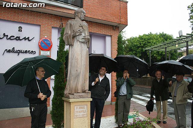 Inauguran una escultura que rinde homenaje a la orden capuchina de Totana - 1, Foto 1