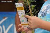 Se reparten 1.000 ejemplares de pino durante la tercera campaña regional 'A limpiar el mundo'